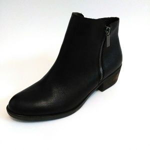 Kenzie Black Leather Ghita Booties Size 8.5M